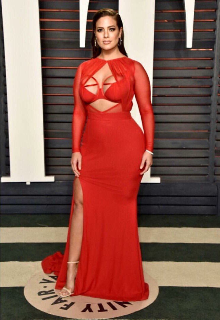 Ashley Graham with the fatality in this Bao Tranchi dress. stunning. https://t.co/ObBHb8GEXb
