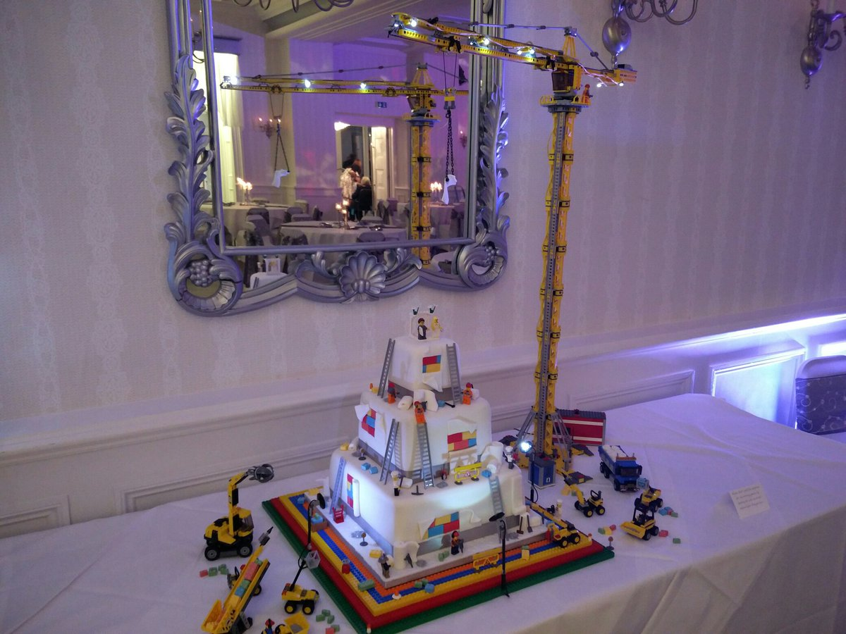 This was our wedding cake! https://t.co/by58Z3Znsv