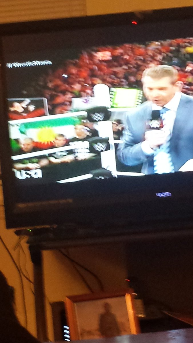 Nashville Kurds at @WWE showing out for Kurdistan! :D https://t.co/Dp76rFa1WO