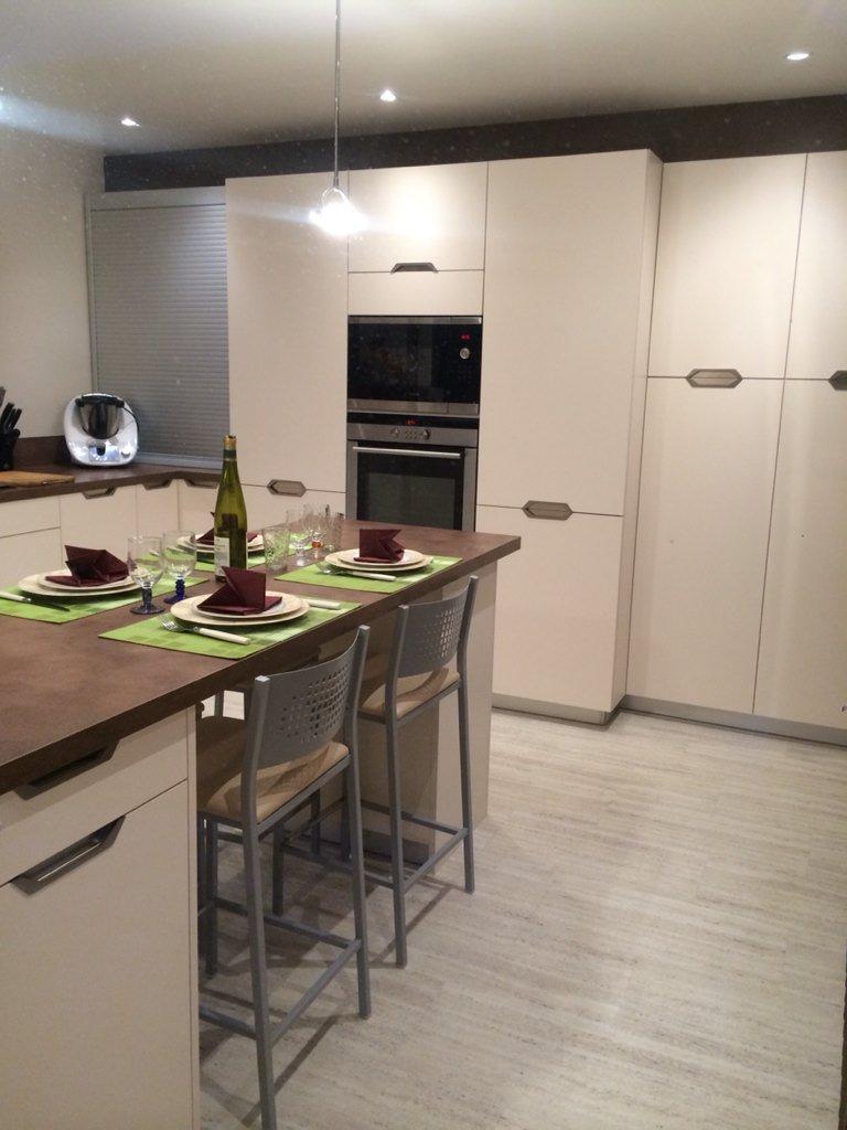 cuisine celtis cool plan de cuisine avec ilot central cuisines morel celtis cuisines morel. Black Bedroom Furniture Sets. Home Design Ideas