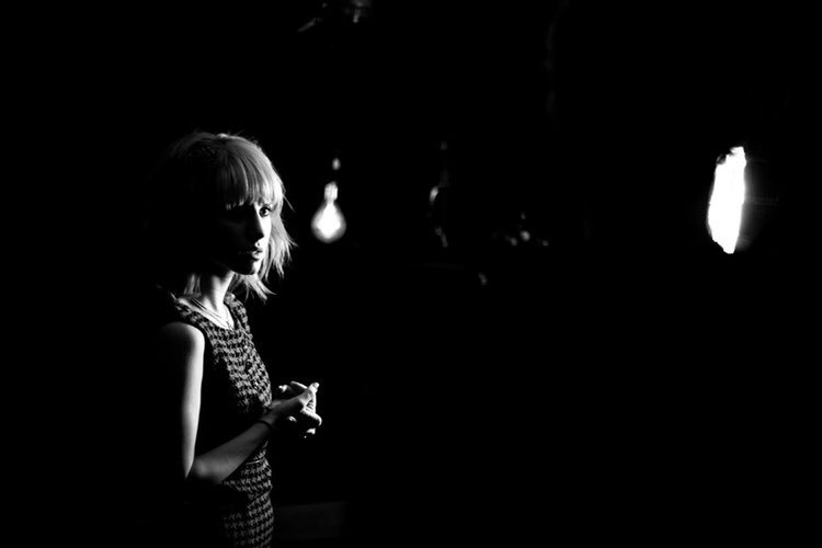"""Hayley (2010) I shot behind the scenes photos/video for the """"Playing God"""" video. Good times! #VSCO @yelyahwilliams https://t.co/WzrkzD8fw7"""