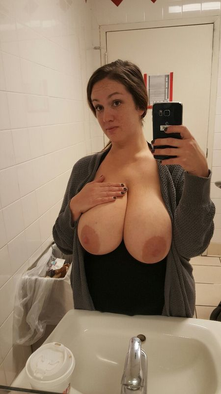 Busty wife moglie tettona naked bathroom 2