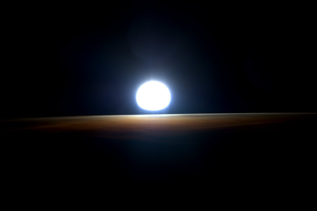My last #sunrise from space! 5 of 5. #YearInSpace https://t.co/p9ZOvS4HcN