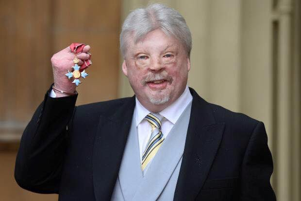 Congratulations to Simon Weston on the presentation of his much deserved CBE! What an inspiration! https://t.co/BiX5d9pyrA