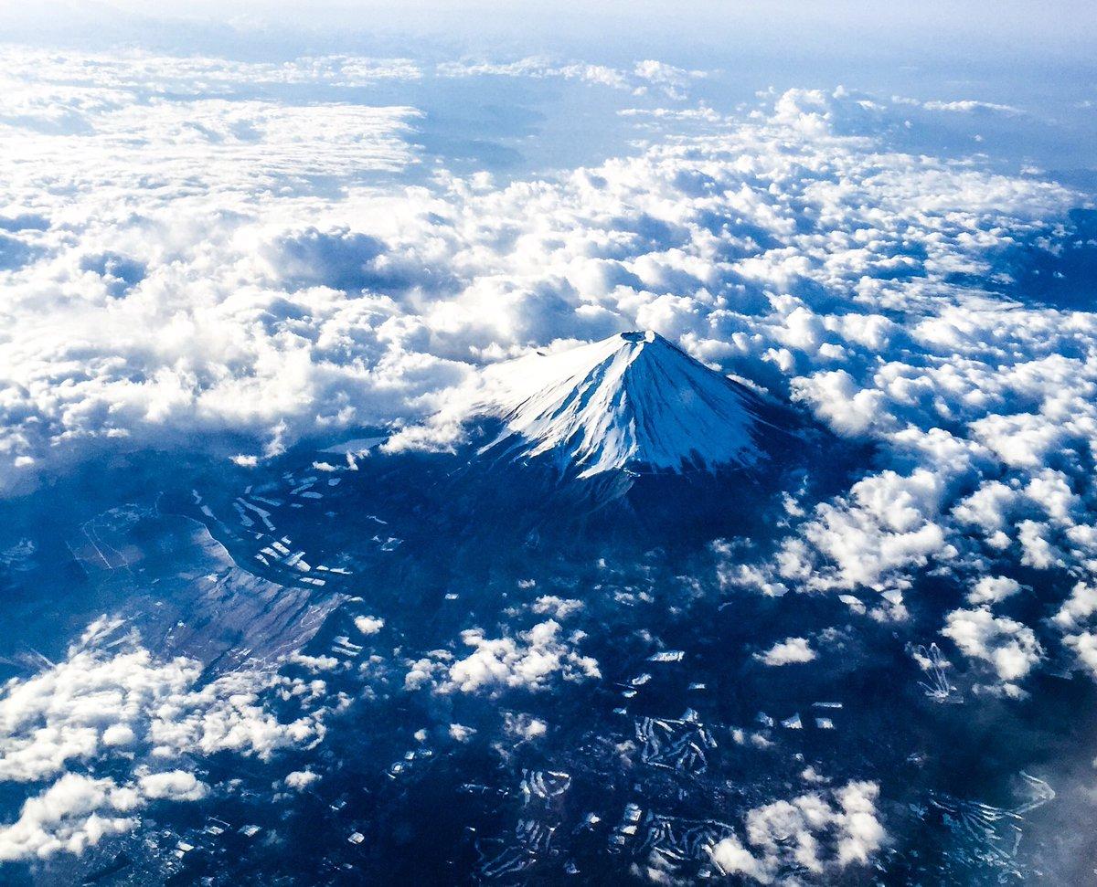 本日の1枚。飛行機から見た富士山。 pic.twitter.com/nSDj0Bfsiv