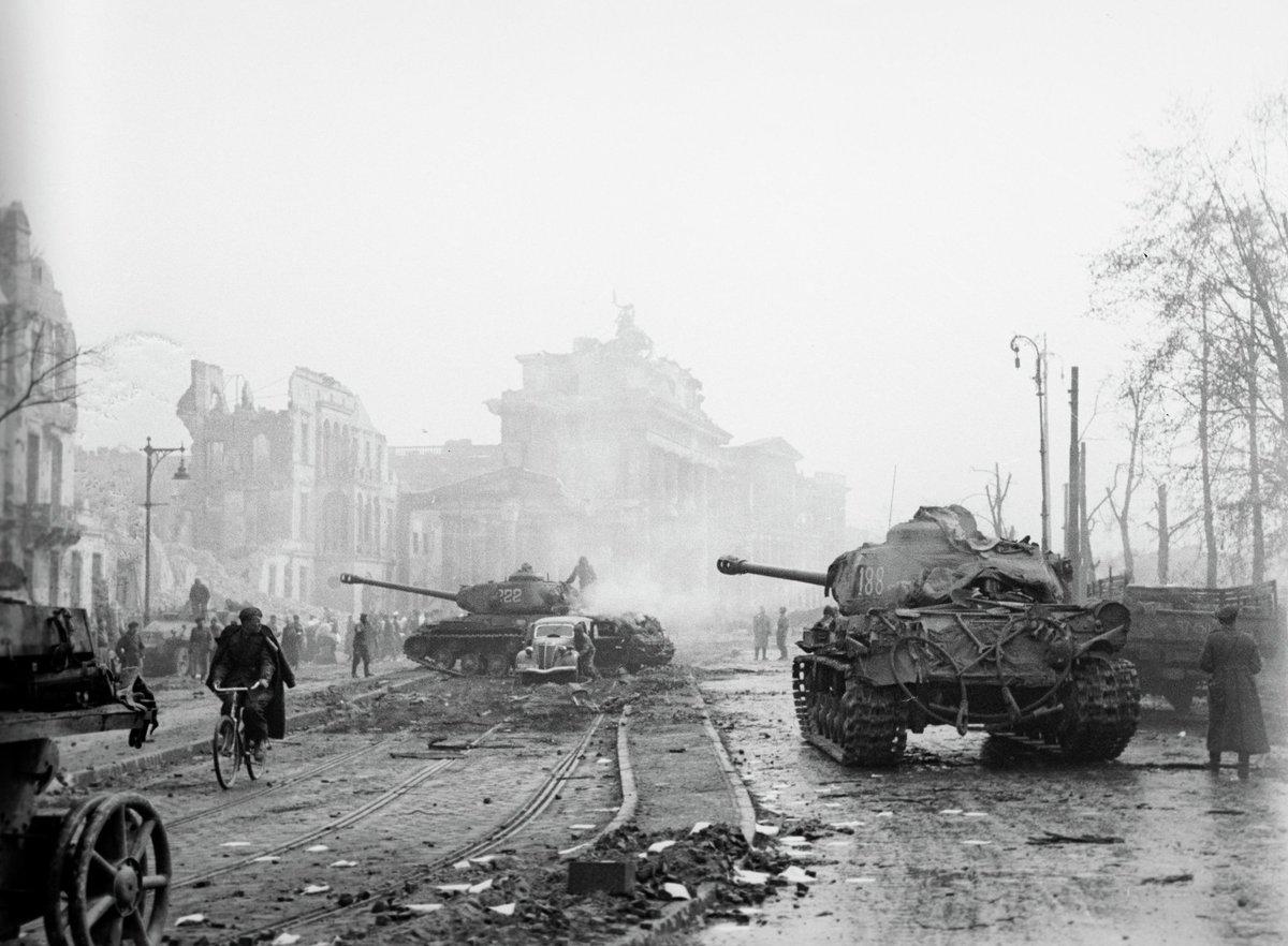معركة سقوط برلين 1945  Ccg_GAxXIAEld1Y