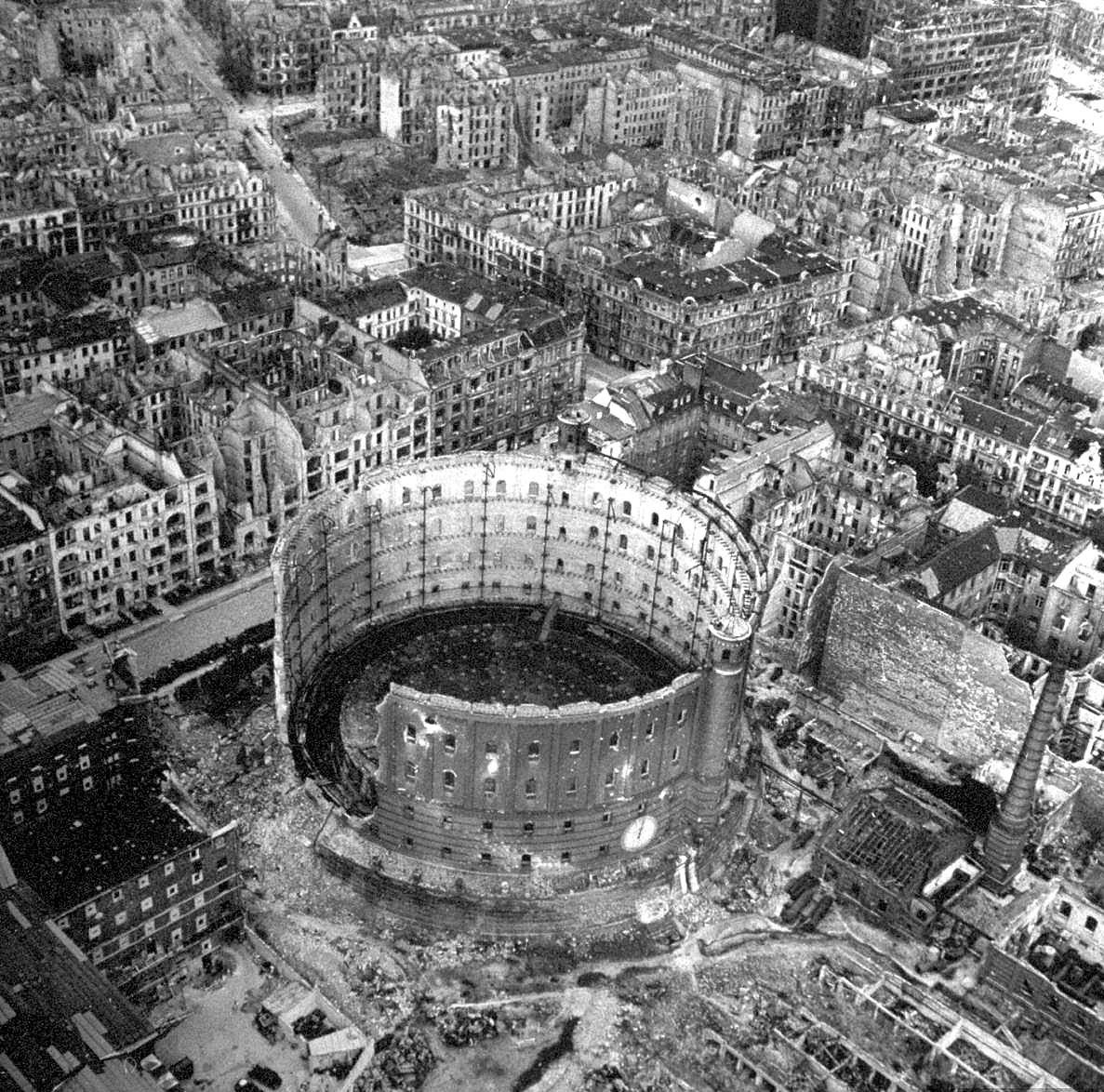 معركة سقوط برلين 1945  Ccg_Hb9XEAM2Goq