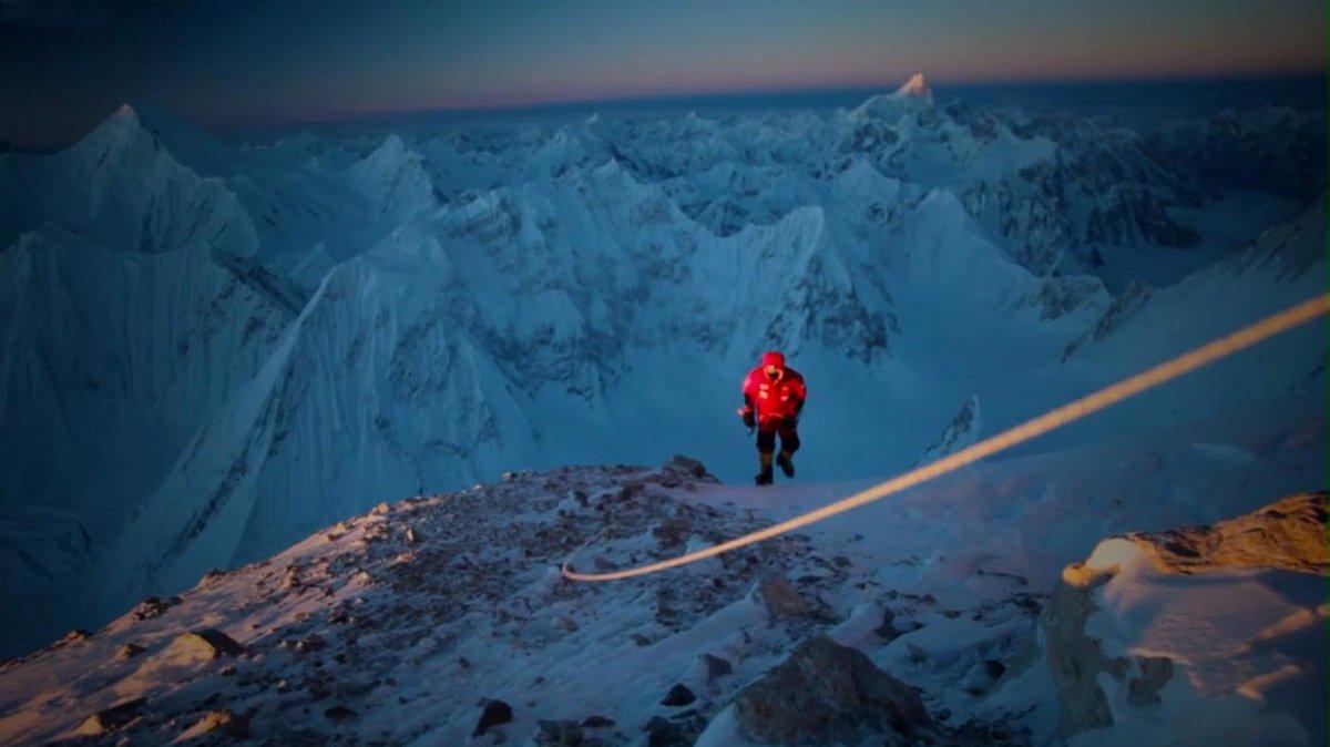 L'alpinista Simone Moro racconta l'arrivo in cima del Nanga Parbat
