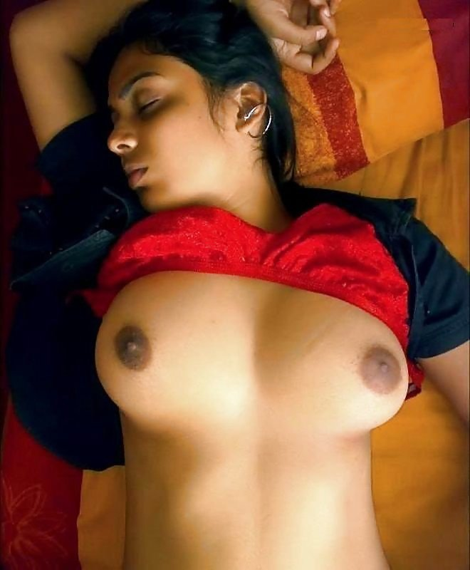 Hot College Girl Exposing Her Bigboobs And Bigass Make Nude Indian On Kouch