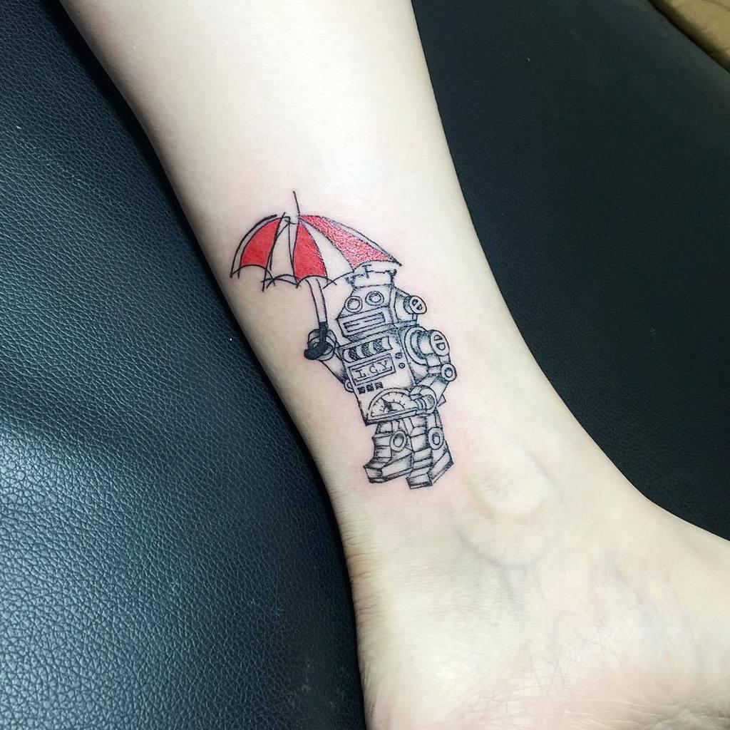迷你機器人🤖️ 厲害的位置😆  #大田 #女紋身師 #情緒女孩紋身  #LosingControlink  #機器人 #Robot #小紅傘 #ThanksGod by aka_sofia