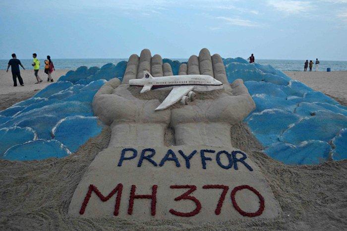 GAMBAR SERPIHAN PESAWAT DIKATAKAN MILIK MH370 DI MOZAMBIQUE !