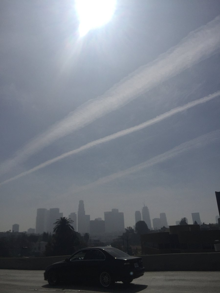 #Chemtrails have been at an all time high in the #LA sky. Wake up #EarthPeople do the research #HAARP https://t.co/lipcPA7lFS