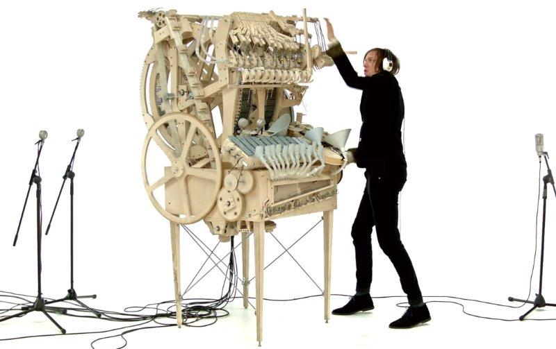 2000個の鉄球が鉄琴、ドラム、ベースを奏でるマシン!スウェーデンのバンドのすごいMV「Wintergatan - Marble Machine」 https://t.co/VqTY09X95P https://t.co/orCHD0fpP1