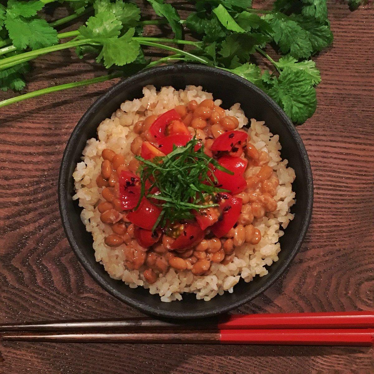 納豆+トマト+……? つづきは次回の資生堂Beauty&Co.連載、すぼら痩せ納豆特集にて(^ω^)?うまうま。ねばねば。#小鳥飯