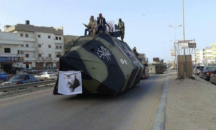 リビアからまた応急装甲車。極めて良好な避弾経始と割と厚そうな増加装甲が相まって、ちょっとした大口径重機くらいには耐えそうな気もする。あとBMP-1砲塔はもう、装甲車両用砲塔のMVPの一つに数えていいんじゃないかしらね…… pic.twitter.com/QQU2JyBMgU