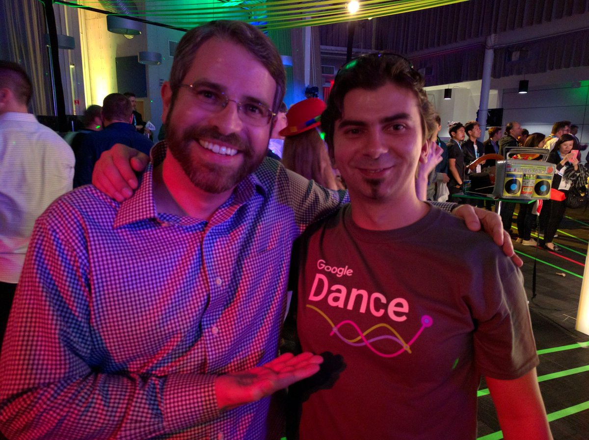 A @mattcutts sighting in the wild! #GoogleDance #SMX https://t.co/qHpNkCTbcX