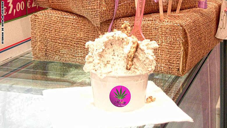جيلاتو إيطالي بنكهة الماريجوانا... فقط في هذا المقهى: #غرد_بصورة #غرائب