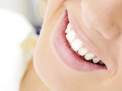 Dentisti troppo cari, a Bologna si rinuncia alle cure odontoiatriche