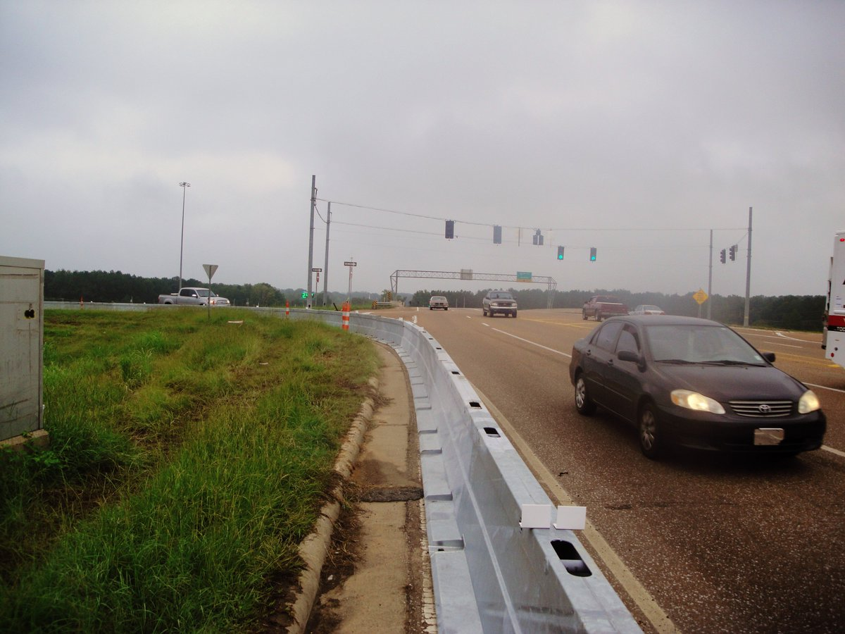 Happy Thursday! Today's #tbt is a Zoneguard install in Jackson, MS on I-55 #PositiveProtection #SteelBarrierpic.twitter.com/GVHAYY13tZ