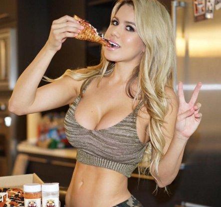 naked women eating pizza