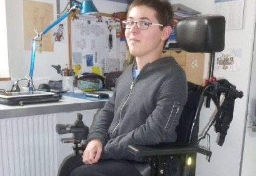 Un ado privé de spectacle parce qu'il est en fauteuil roulant https://t.co/lZ2XB7EoYx - #Paris - @UnHandicap - https://t.co/561IeDk74m