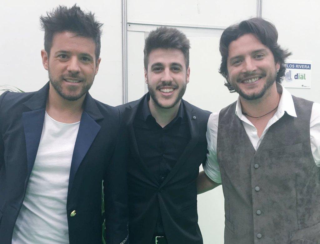 Mucho arte en los #PremiosDial! Grandes @PabloLopezMusic @manuelcarrasco_ y @AntonioJSMazuec! @Cadena_Dial<br>http://pic.twitter.com/Y47AVm9PN5