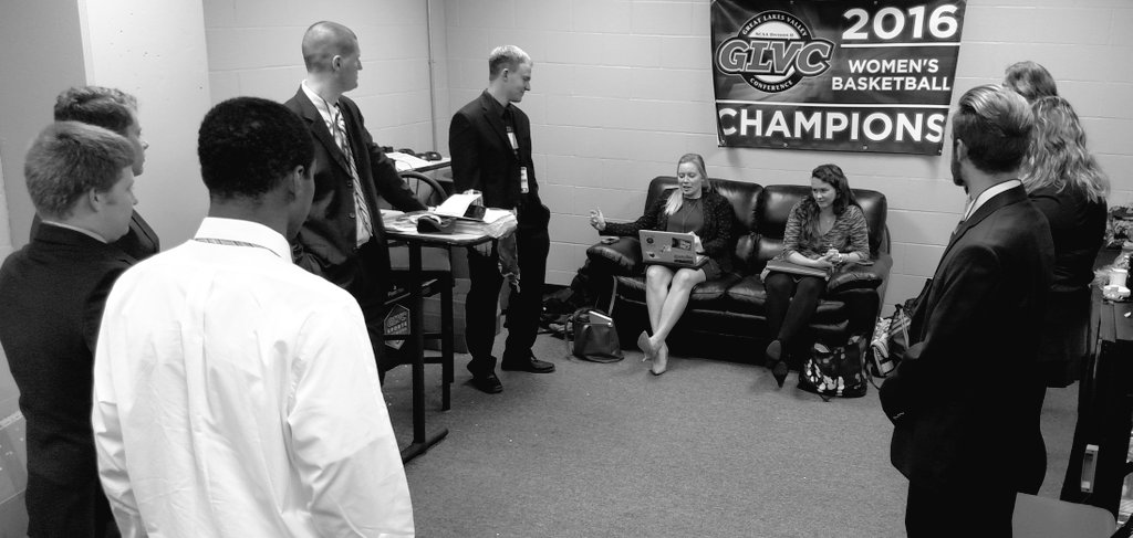 #GLVCSN Extra Credit crew in pre-game meeting, getting the rundown from Assoc. Commish Jeff Smith. #GLVCchamps https://t.co/XNUHqG7daQ
