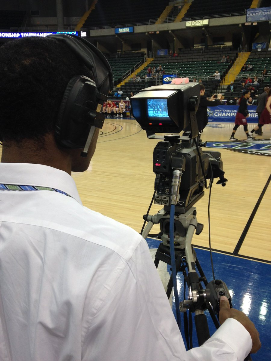 Red light on for #GLVCSN #ExtraCredit cameraman & @USIedu freshman Nicholas Ricks at #GLVCwbb #GLVCchamps https://t.co/KVOj5zddbX