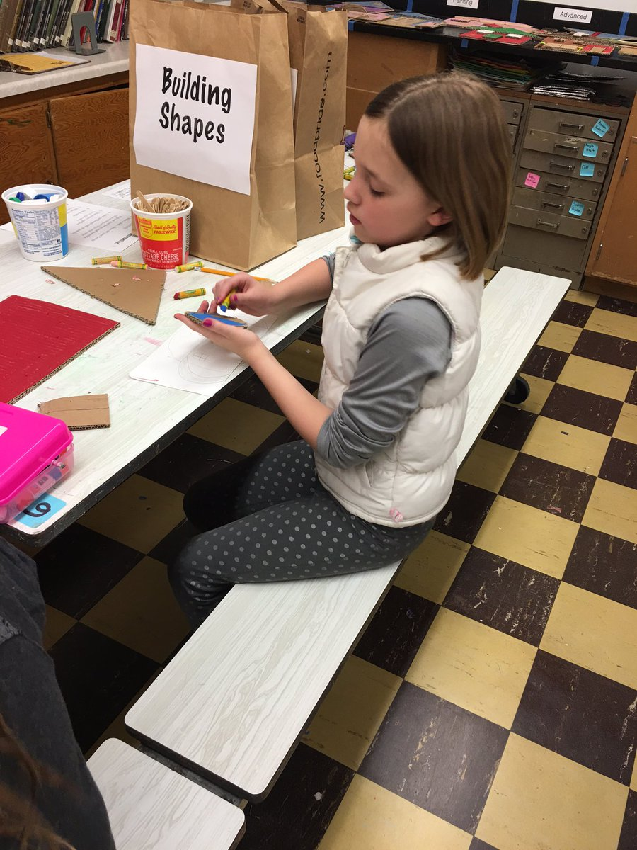 Creating! #lmchargers #makerday https://t.co/LaCYctRPkO
