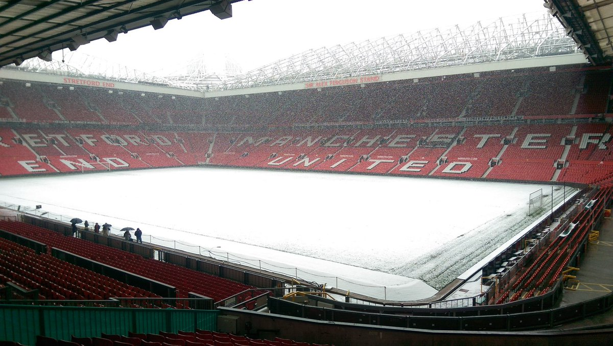 17 & a half years at MUTV & first time Ive seen snow on the pitch at Old Trafford. #MUFC https://t.co/0Jz7MFiMvL