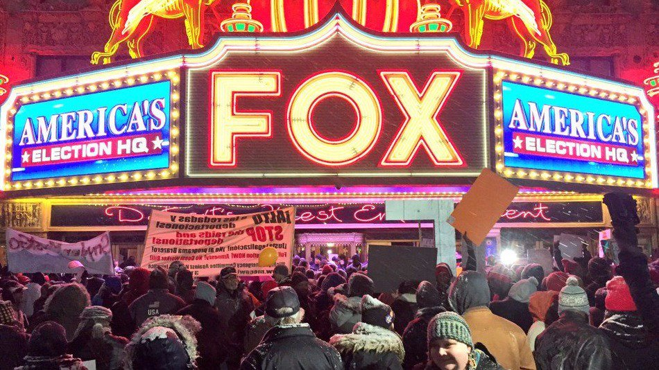 Lively protesters demand $15 minimum wage outside Fox News' #GOPDebate https://t.co/1GSA78VQW1 #FightFor15 https://t.co/8anb7pRATu