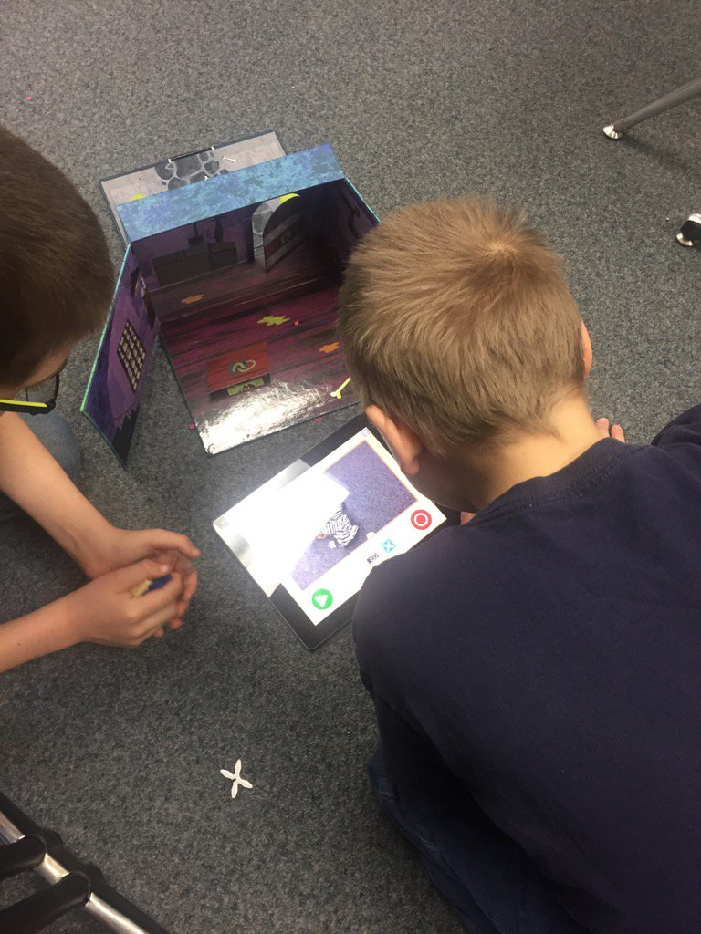 Creating w/ KomaKoma, stop motion app working w/ beginning, middle, end #lmchargers #digitalstorytelling #plaea https://t.co/T2tUKMcN1M