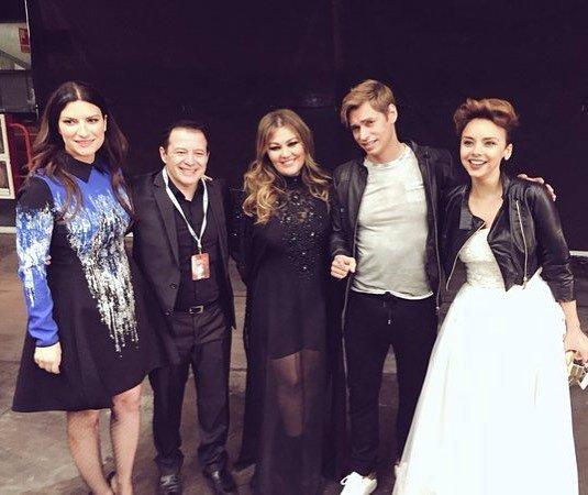 Backstage de los #premiosdial con @laurapausini @Chenoaoficial @carlosbaute @amaiamontero<br>http://pic.twitter.com/Pk0buhoz9M
