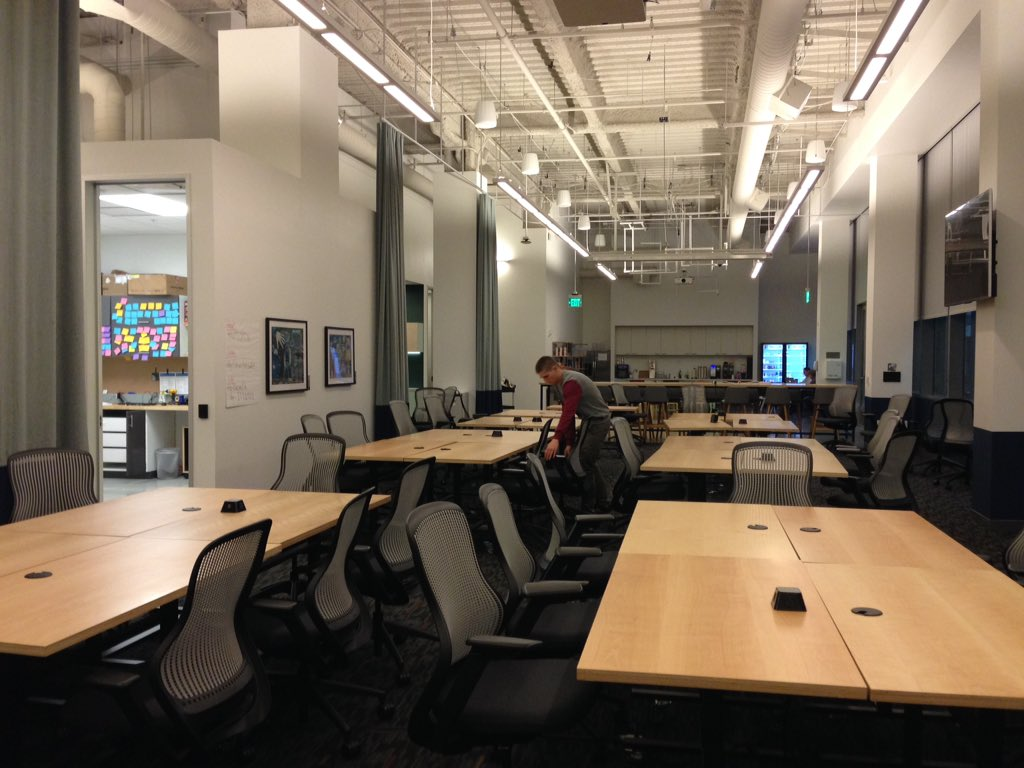 Setting up the space for #codeacross tomorrow at @MSFTReactor https://t.co/pRsNwTI4GK