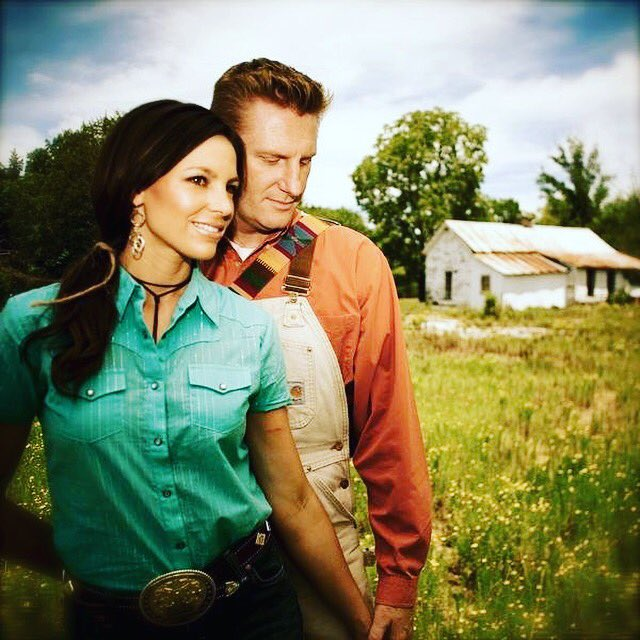 Saddened 2 hear that Joey, of #JoeyAndRory, has passed away 2day from her battle with #Cancer. Sending prayers & ❤️ https://t.co/SZqIfpeQSu