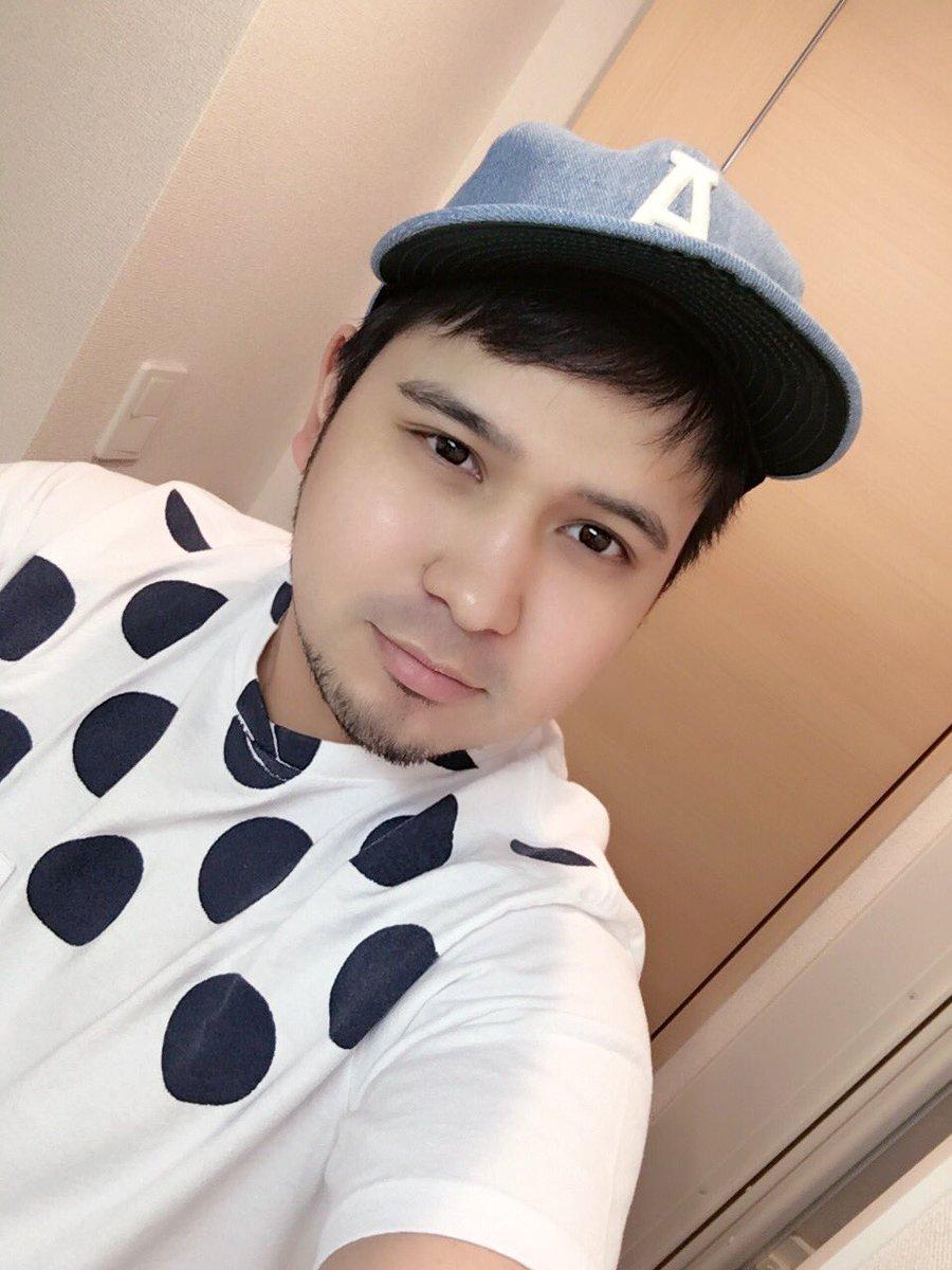 されて買ったTシャツと帽子意外と可愛かった!いつも朝騙されるのよ。服屋とかケバブ屋さんとかノンケ性感マッサージとかにさ!ぷん!pic. twitter.com/Q5J7ZHa8Vb