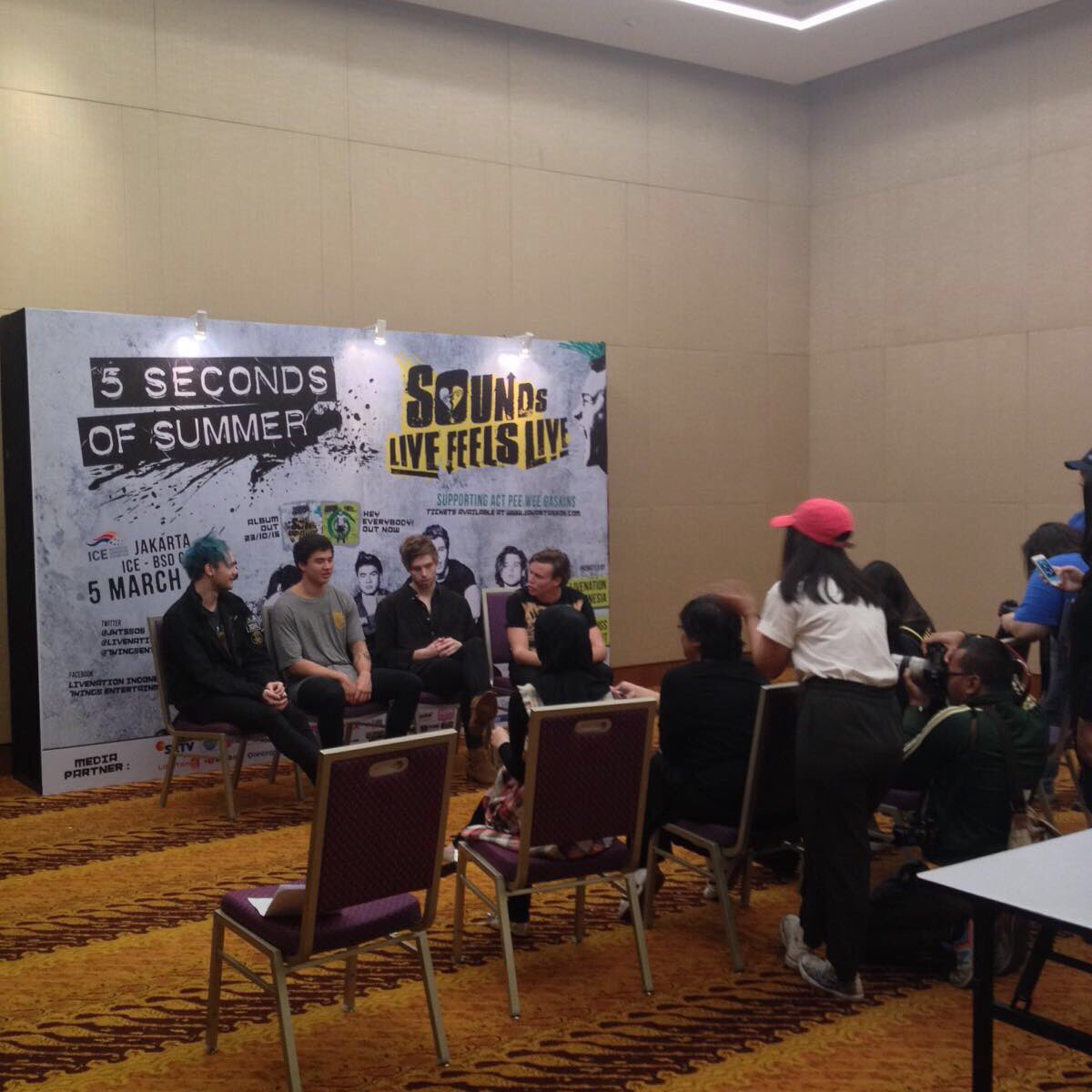 5SOS roundtable interview! @INDONESIA_5SOS https://t.co/aKqX8D6Ktc