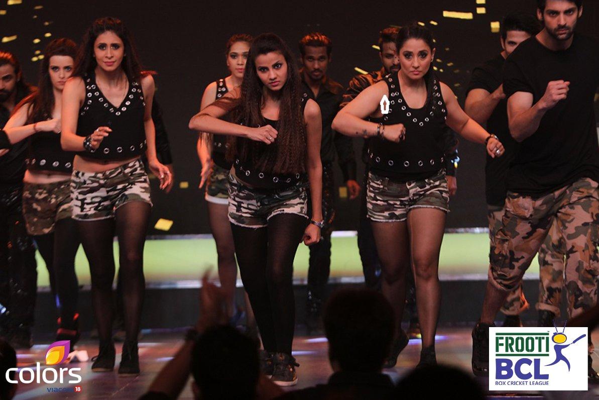 Kishwer Merchant, Karan wahi, Nora Fatehi, Suyyash Rai in BCL Team Delhi Dragons image-photos - performance at grand opening event