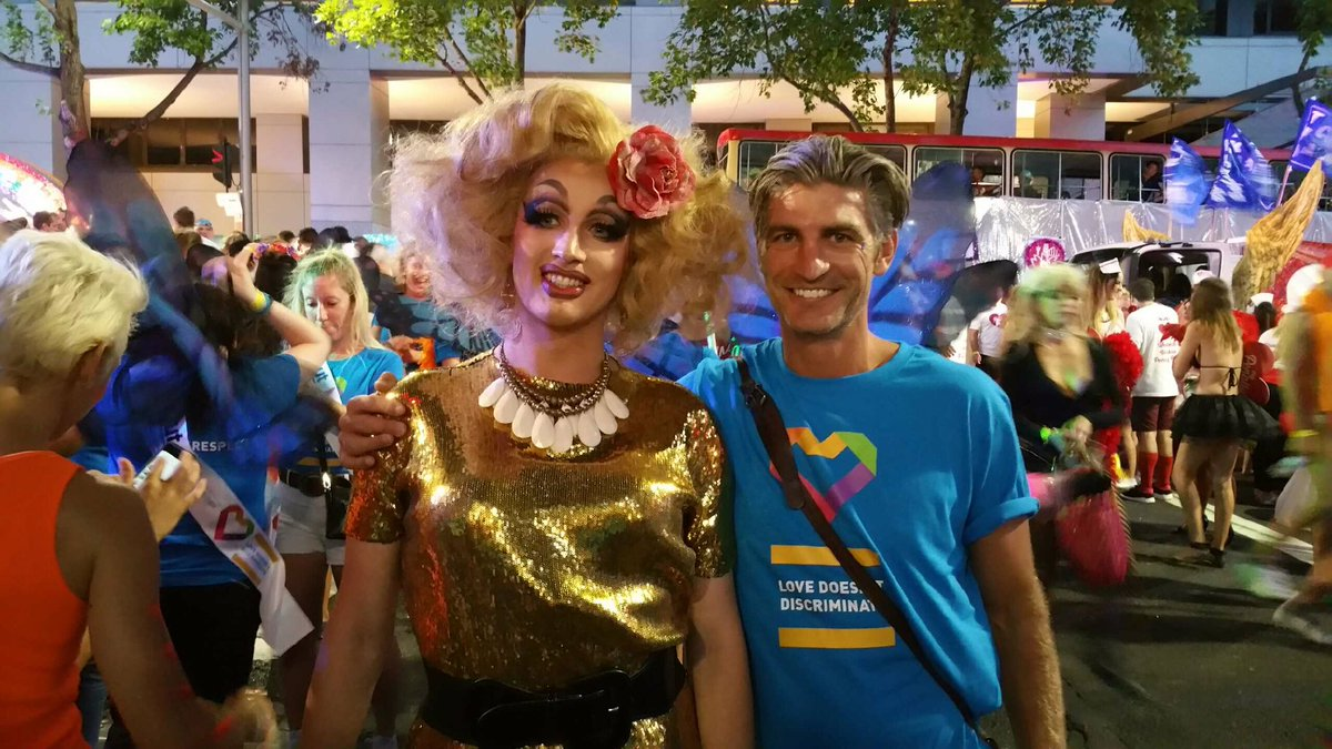 Happy Mardi Gras! Marching with @beyondblue #lovedoesntdiscriminate  #marriageequality https://t.co/kVKTuNShT5
