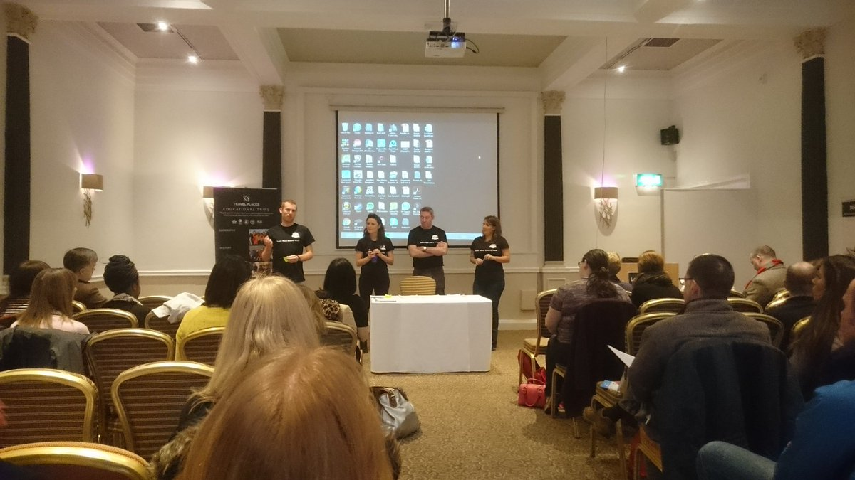 The @TMHistoryIcons team begin the UK's first #histedchat TeachMeet. #TMHistoryIcons https://t.co/AuRUknZx0x