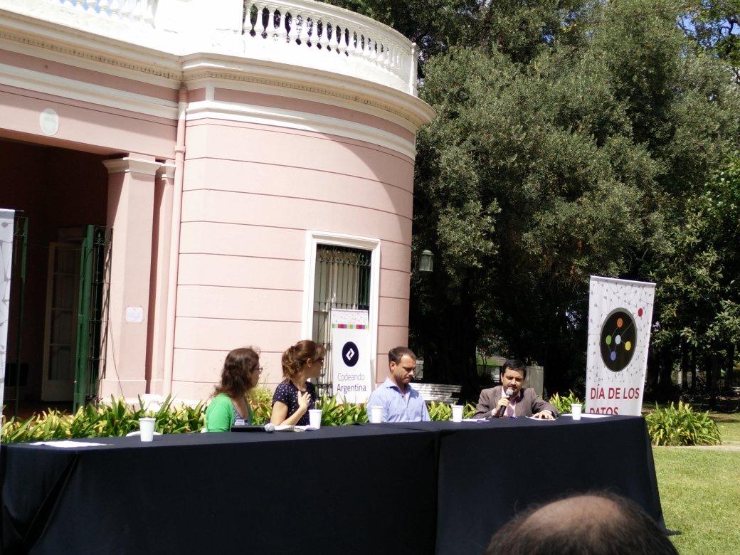"""El desafío será ingresar a la cultura de la transparencia"" @jcrettaz en #OpenDataDay #Argentina @OKFNAR https://t.co/PlNruvRfUd"