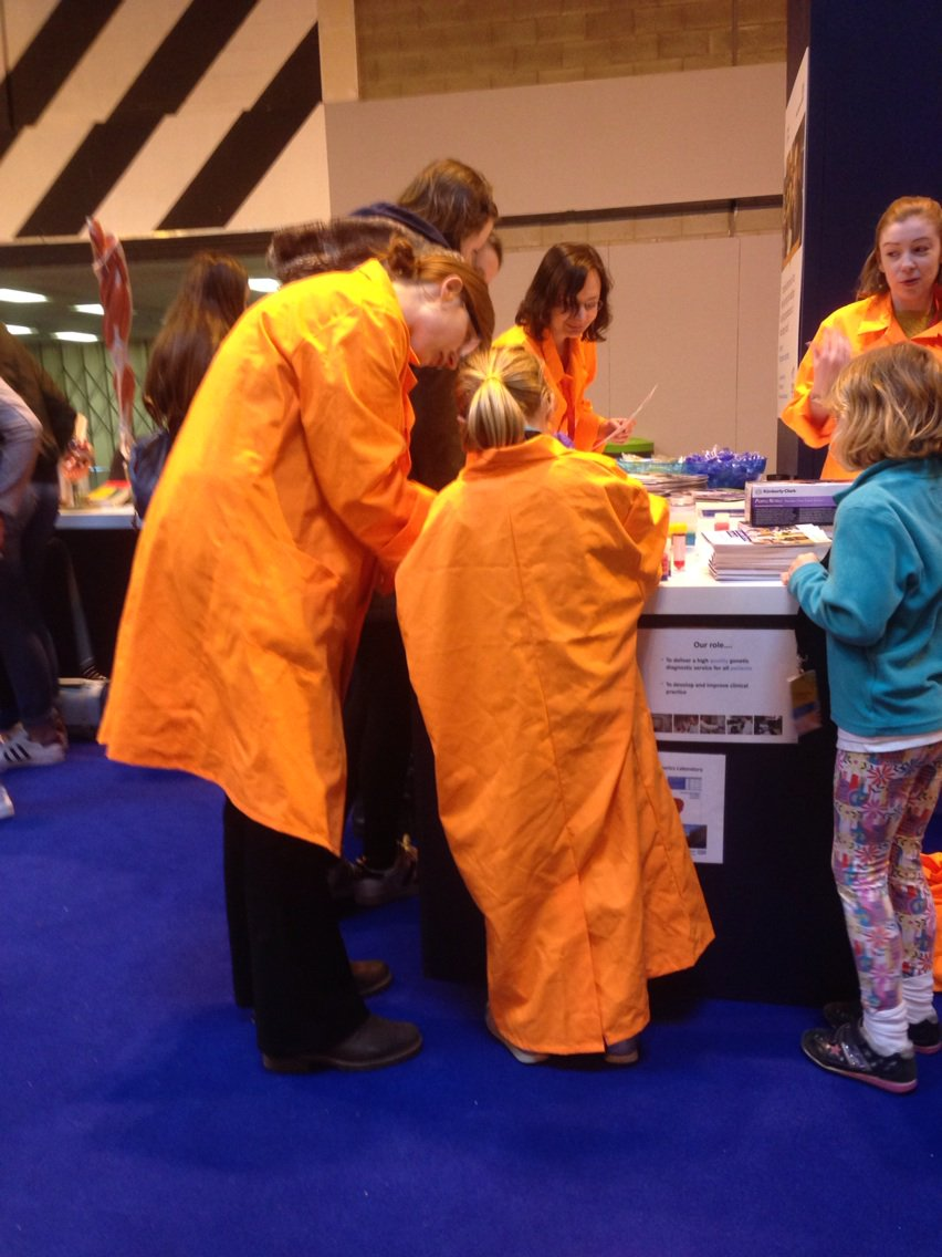 Starting their interest in #healthcarescience while they're still young @HealthCareersUK @wmrgl #hcsweek https://t.co/rhClcWM4NO