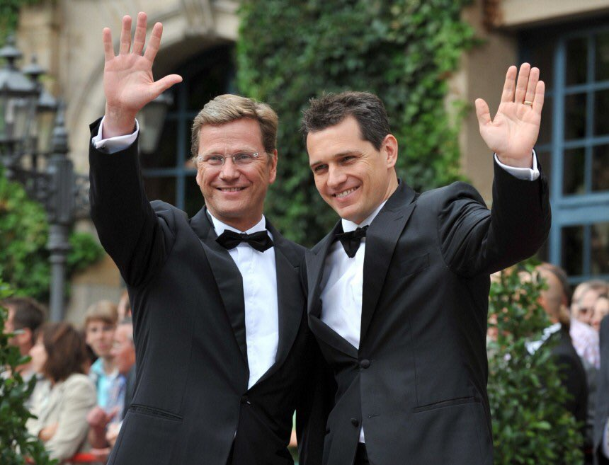 #RIPGuidoWesterwelle  Here with Partner #MichaelMronz; Bayreuth 2008 Parsifal #LostTooSoon #TeamGay#TeamWagnerpic.twitter.com/95ee2a6daw