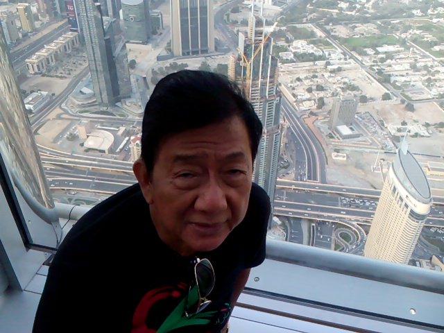 This picture was taken in the top of burj khalifa Abu Dhabi https://t.co/ySFGFeczLU