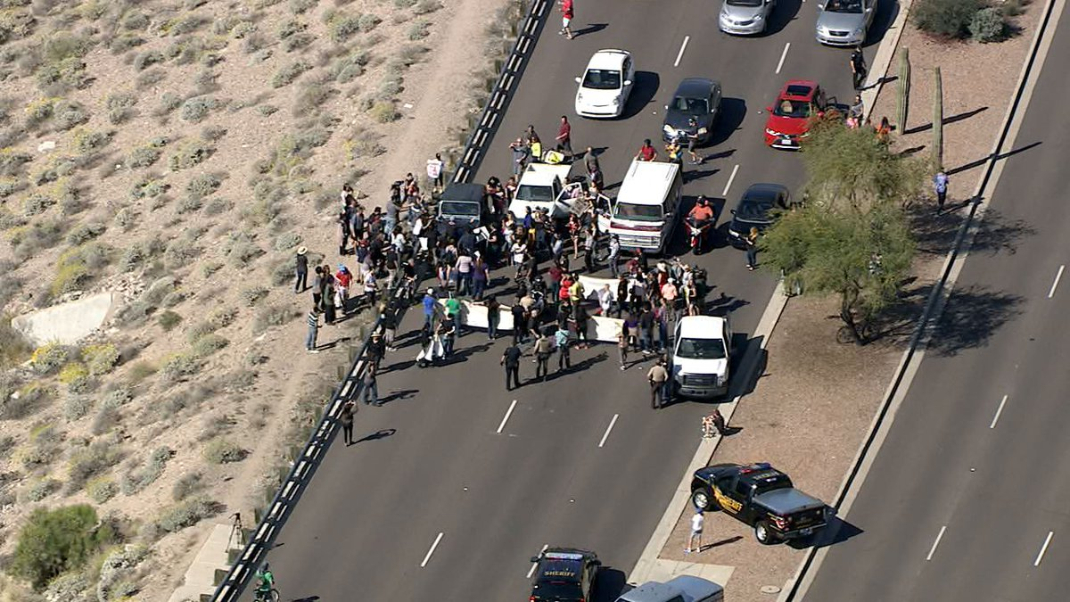 #BREAKING: Jeep plows into protesters in Fountain Hills. Does not appear anyone is injured. #abc15 https://t.co/0vSVKPz22q
