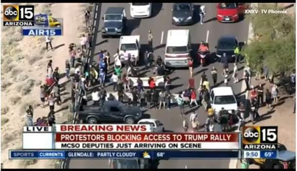 Protesters in Arizona blocking access to Trump rally https://t.co/HnvNF7UuhQ