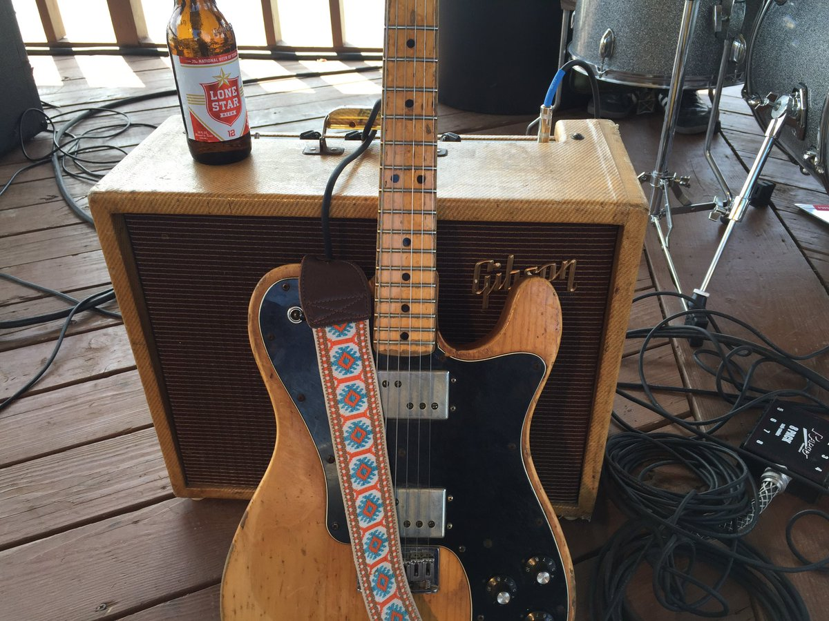 This is my telecaster that was stolen.  Has Billy Gibbsons signature on the back. https://t.co/OF8WcoII9W