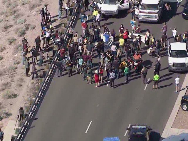 Donald Trump protesters block traffic in Fountain Hills, Arizona via /r/politics… https://t.co/uyLk1TqyaW https://t.co/lMVR3MQ0I4