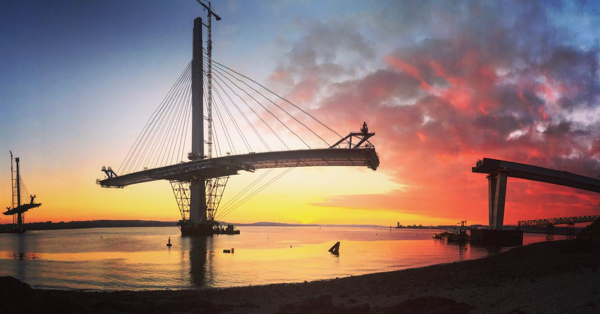 Unbelievable sunset over the Forth. Had to stop and get a better view! The new Queensferry Crossing in foreground https://t.co/sIbZUmIFhn