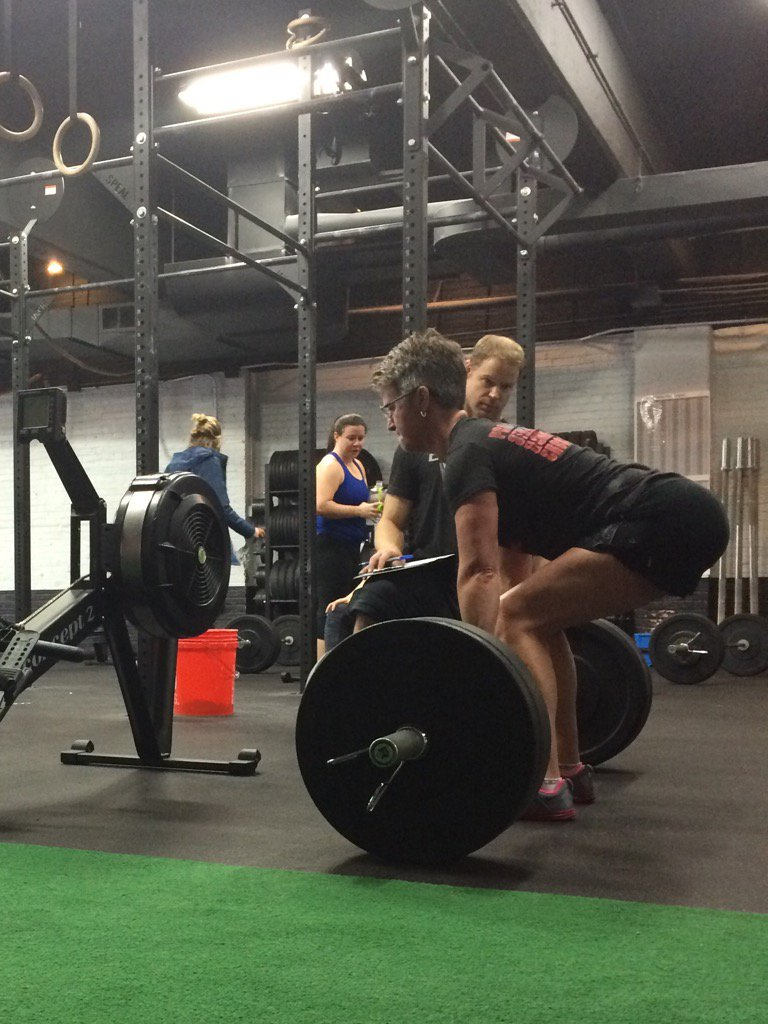 Look at that deadlifting position! Almost like she's a mobility expert, or a physical therapist... #CFDCOpen https://t.co/8LWLfRZsiO